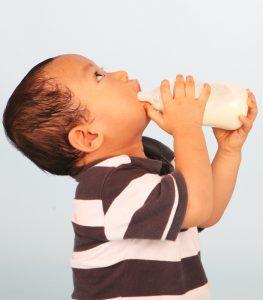 Latte materno o bieberon con sintetico?